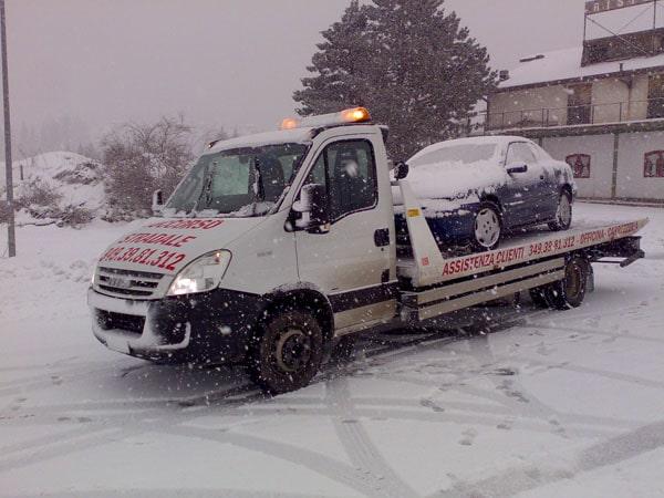 Soccorso stradale sulla neve
